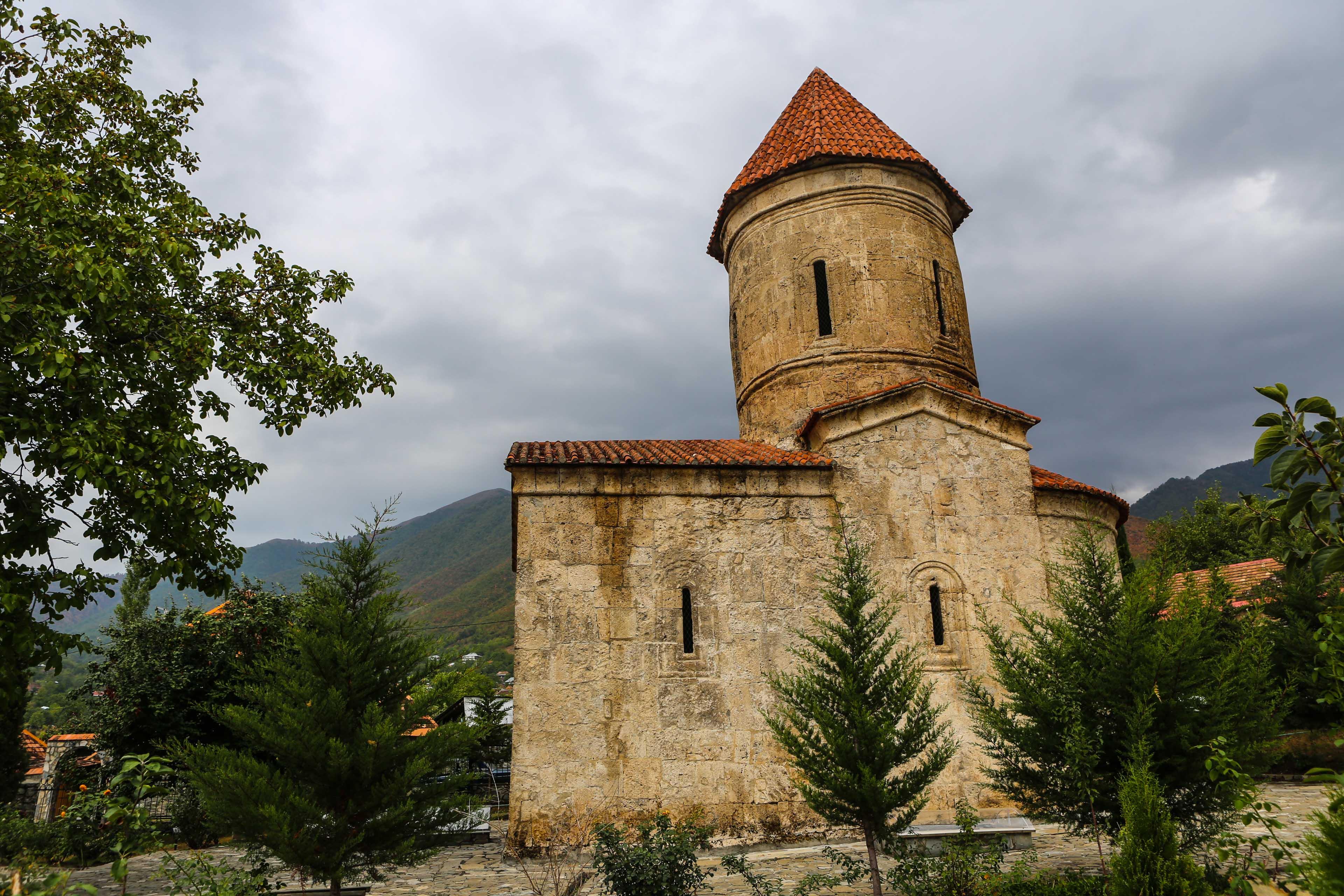 I en Lada till en hemlighetsfull kyrka i Azerbajdzjan
