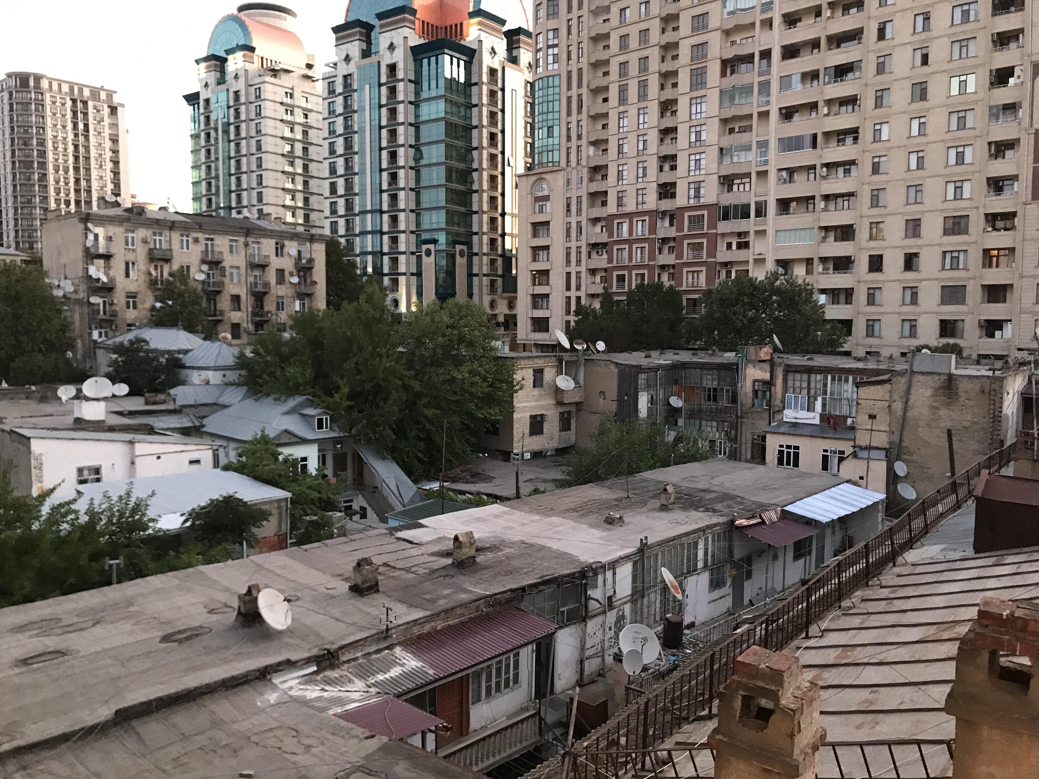 God morgon Baku, eller kriget med gatsoparen…